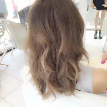 髪の毛の乾燥が気になる季節。ヘアトリートメントだけでのご来店もオススメです。